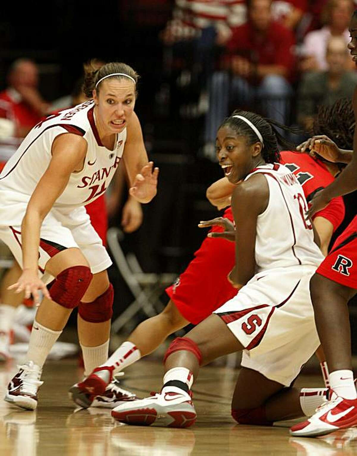 Kayla Pedersen (left) and Chiney Ogwumike reacted to a loose ball in the second period against Rutgers at Maples Pavilion on Sunday.