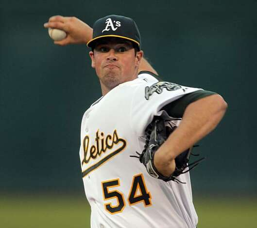 Vin Mazzaro starts the game for the Athletics in Oakland on Tuesday. Photo: Carlos Avila Gonzalez, The Chronicle