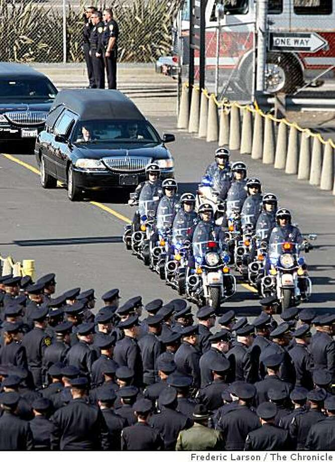 One by one four of the slained Oakland officers pull up as thousands of police officers from across the country stand at attention in front of the Oracle Arena on Friday March 27, 2009 in Oakland, Calif., for the funeral of four Oakland police officers shOne by one four of the slained Oakland officers pull up as thousands of police officers from across the country stand at attention in front of the Oracle Arena on Friday March 27, 2009 in Oakland, Calif., for the funeral of four Oakland police officers shot and killed in the line of duty. Photo: Frederic Larson, The Chronicle