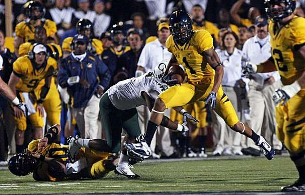 Cal's Marvin Jones hauls in a first down pass in the third quarter against Oregon on Saturday at Memorial Stadium in Berkeley. Photo: Lance Iversen, The Chronicle