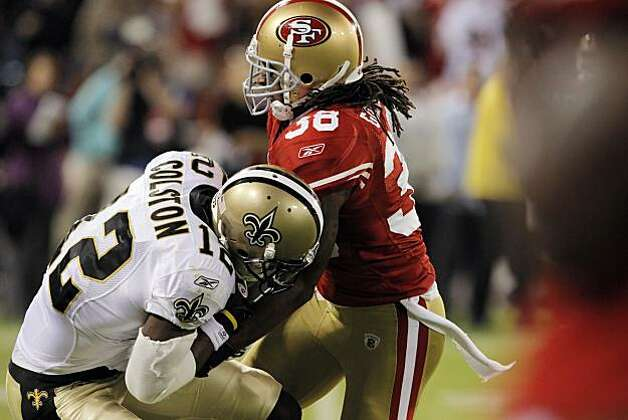 Dashon Goldson tries to strip the ball from Marques Colston after catching a 30-yard pass in the final seconds of the game Monday. Photo: Carlos Avila Gonzalez, The Chronicle