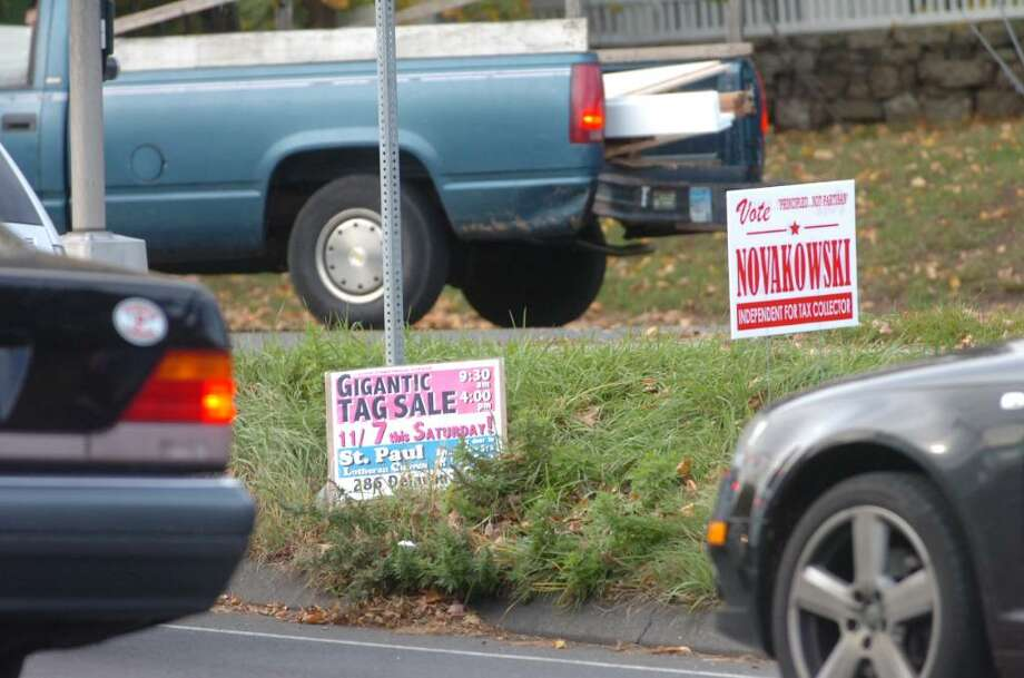 Greenwich, Nov. 4, 2009.  One of a few political signs that are still in the ground.  The vast majority have been taken down. Photo: Helen Neafsey / Greenwich Time