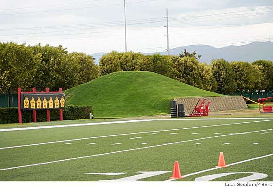 The hill next to the 49ers' practice field has grown to 15 feet since the end of the '08 season, at the behest of coach Mike Singletary, who cites the offseason hill-work done by Hall of Famers Walter Payton and Jerry Rice. Photo: Lisa Goodwin/49ers