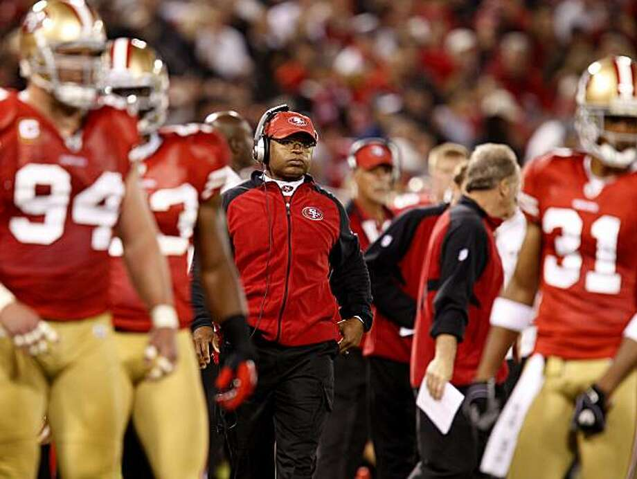 49er head coach Mike Singletary watched the time ticking away on another game without a victory in 2010. San Francisco 49ers quarterback Alex Smith and head coach Mike Singletary  had a discussion on the sidelines, during the Philadelphia Eagles game, after Smith's fumble led to an Eagle score. Photo: Brant Ward, The Chronicle