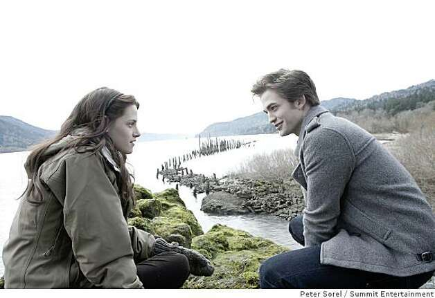 """Twilight"": Edward (ROBERT PATTINSON) walks with Bella (KRISTEN STEWART) to the River?s Edge. Photo: Peter Sorel, Summit Entertainment"