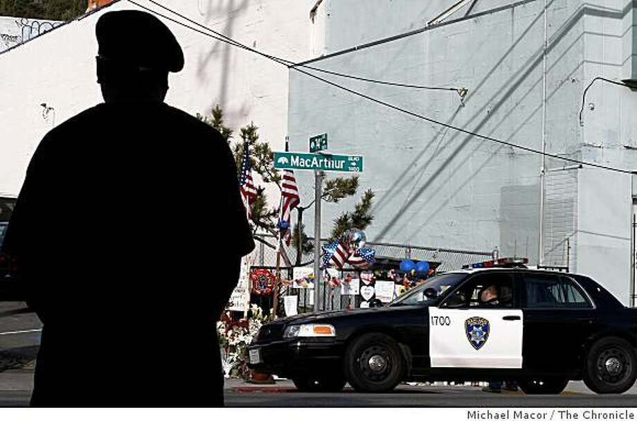 A member of the Oakland Black Panthers gather at 74th Ave. and MacArthur in Oakland, Calif. on Wednesday March 25, 2009, near a memorial where 4 police officers were shot and killed last Saturday. Photo: Michael Macor, The Chronicle