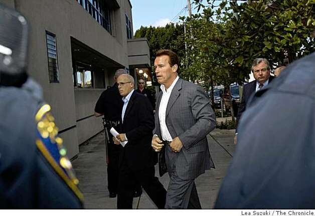 Governor Arnold Schwarzenegger (center) arrives for a private meeting at the Oakland Police Officers Association in Oakland, Calif. on Sunday, March 22, 2009. Photo: Lea Suzuki, The Chronicle