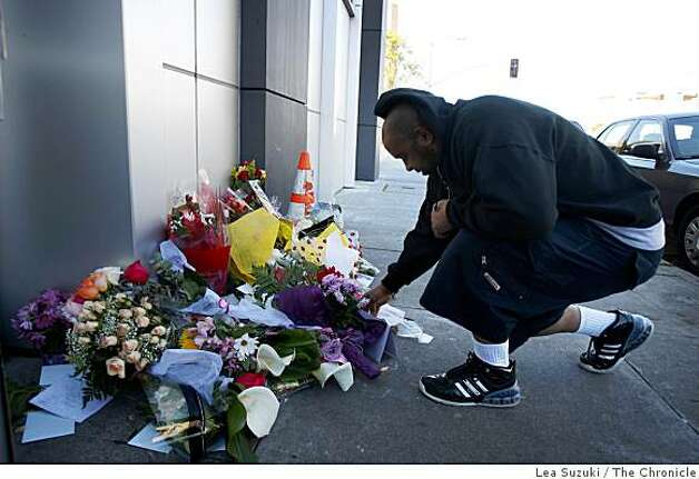 Rex Harper, Oakland resident, lays a card at a memorial outside of Oakland Police Department Headquarters in Oakland, Calif. on Sunday, March 22, 2009. Harper said that he wanted to show his appreciation for the Oakland Police Department. Photo: Lea Suzuki, The Chronicle