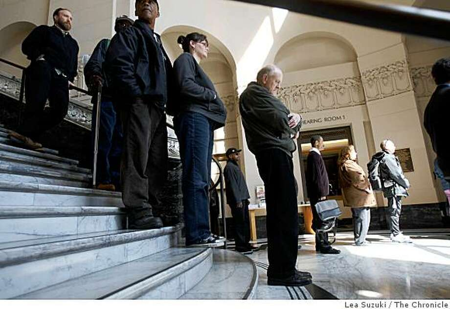 People line up in Oakland City Hall to sign the condolence books. Photo: Lea Suzuki, The Chronicle