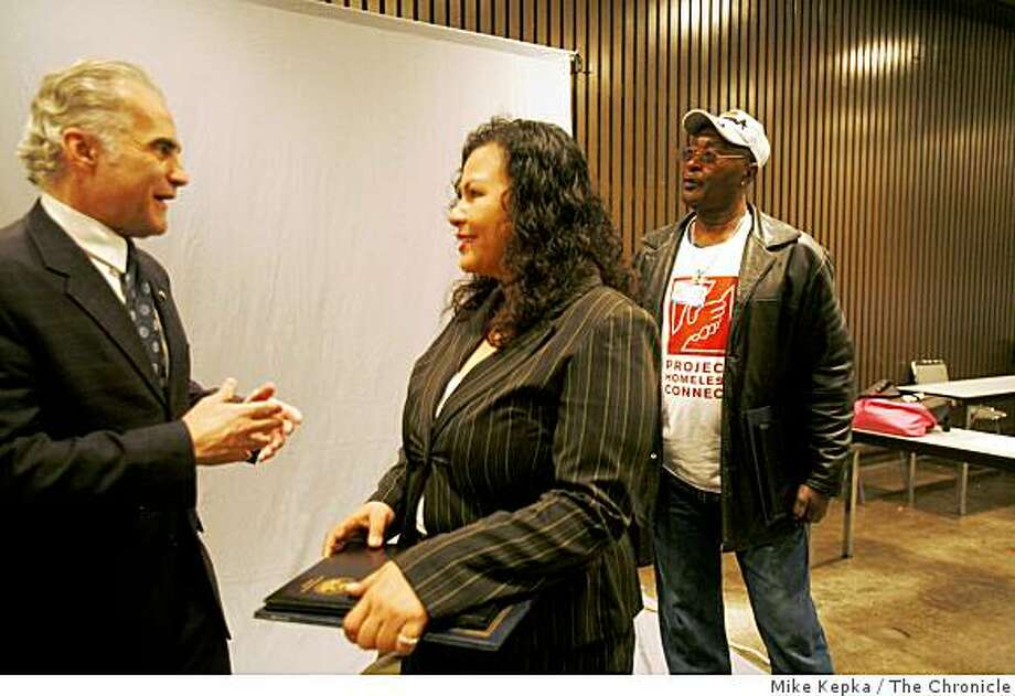 Philip Mangano, (left) Executive Director of the United States Interagency Council on Homelessness Photo: Mike Kepka, The Chronicle