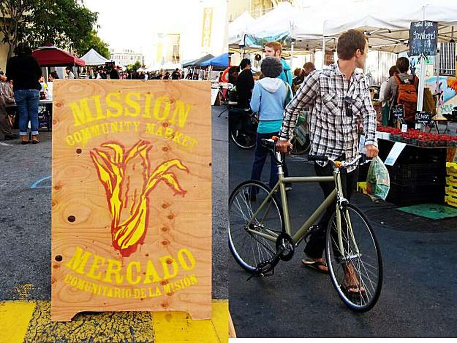 The Mission Community Market opens up one block of Bartlett Street each week. Photo: PamelaPalma.com