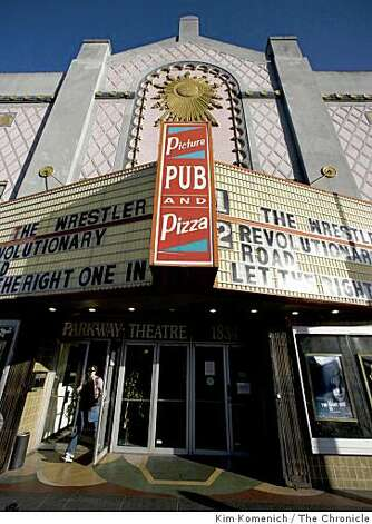 "The Parkway Speakeasy Theater in Oakland, Calif., shows ""The Wrestler"" on Thursday night, Mar. 19, 2009, a few days before it closes its doors. Photo: Kim Komenich, The Chronicle"