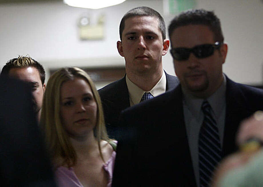 BART police officer Johannes Mehserle (middle) arrives at his preliminary hearing in Alameda County Superior Court in Oakland, Calif., on Wednesday, May 20, 2009. Photo: Liz Hafalia, The Chronicle