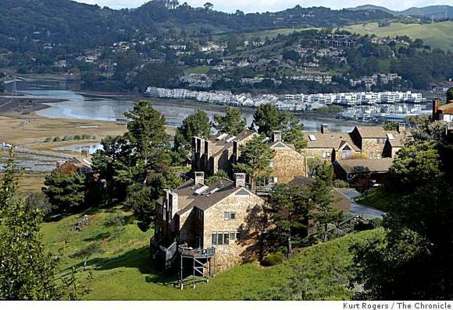 Marin City that was initially built to house shipyard workers.  Part of Headlands II overlooking Richardson's bay. on Tuesday  Mar 4,  2009 in Marin City, Calif Photo: Kurt Rogers, The Chronicle
