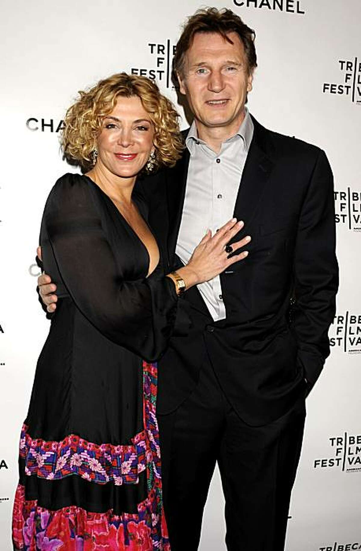 ** FILE ** In this April 28, 2008 file photo, actors Natasha Richardson, left, and Liam Neeson arrive for the Third Annual Artists Dinner in New York. Richardson, 45, died Wednesday March 18, 2009 in New York after suffering an apparent head injury from a skiing accident in Canada on Monday. (AP Photo/Louis Lanzano, File)