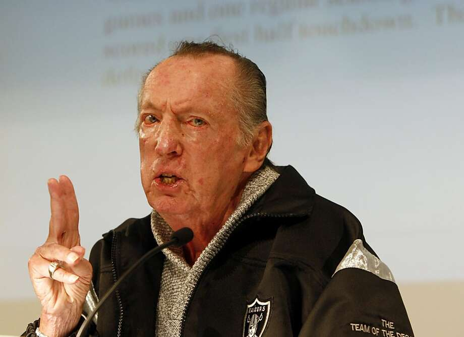Oakland Raiders owner Al Davis confirms the firing of head coach Lane Kiffin at the team's headquarters in Alameda, Calif., on Tuesday, Sept. 30, 2008. Photo: Paul Chinn, The Chronicle