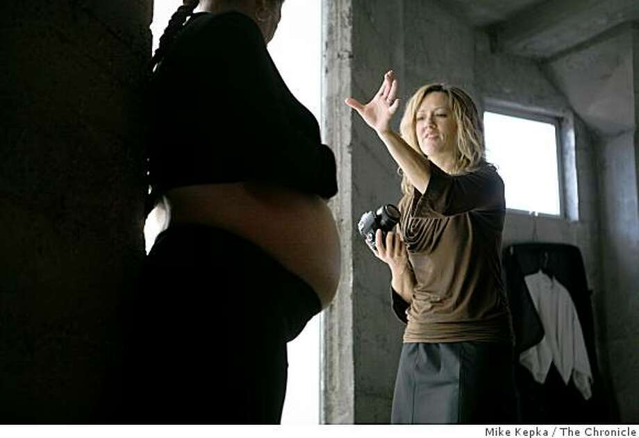 Keri Vaca, who runs a small photo company called Small Miracles,  poses Robin Wilson at the Homeless Prenatal Program on Thursday Dec. 18, 2008 in San Francisco, Calif. Vaca who usually works with high end clients donates her services the women at the center. Photo: Mike Kepka, The Chronicle
