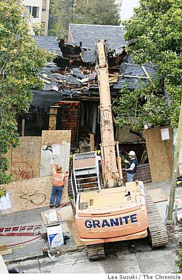 A cottage at 1268 Lombard street, which was built in 1861, has it's roof mulched to prepare for the removal of the front of the second story in San Francisco, Calif. on Monday, March 16, 2009. Photo: Lea Suzuki, The Chronicle