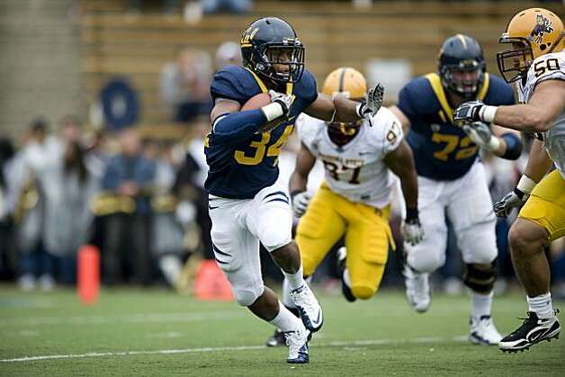 Shane Vereen rushes the ball in the second quarter of Cal's game against Arizona State at Memorial Stadium in Berkeley. Photo: Chad Ziemendorf, The Chronicle
