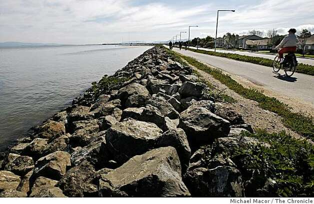 The San Francisco Bay waters reach the breakwater levee that protects homes in Foster City, Calif. on Wednesday Mar. 11, 2009. Photo: Michael Macor, The Chronicle