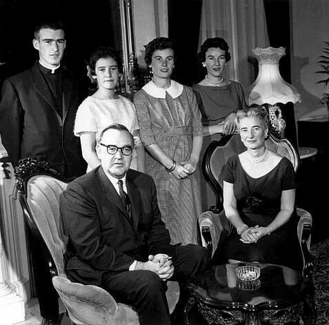 "Former California Gov. Edmund G. ""Pat"" Brown is shown in a 1959 file photo with his family at the governor's mansion in Sacramento, Calif. Seated from left are ""Pat"" Brown and his wife, Bernice. Standing from left are family members Edmund G. ""Jerry"" Brown Jr., Kathleen Brown, Cynthia Brown Kelly and Barbara Brown Casey. ""Pat"" Brown died in 1996. (AP Photo/files) Photo: AP"