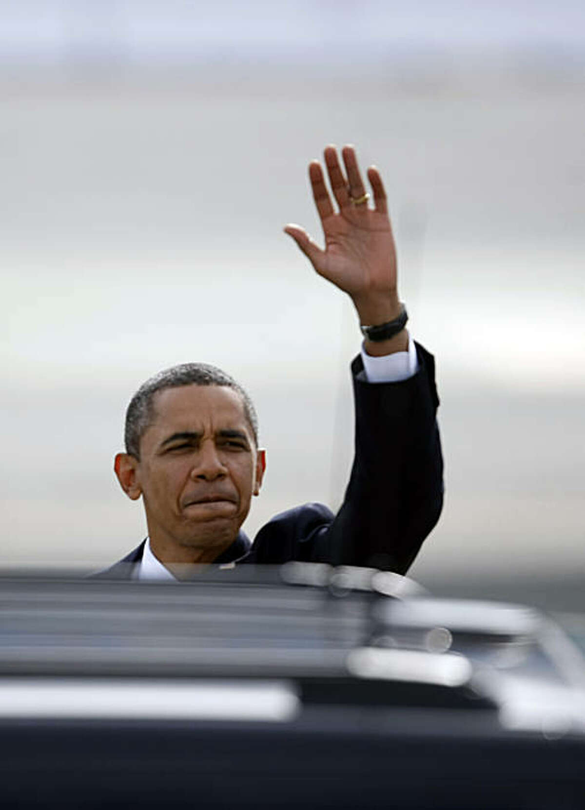 President Barack Obama arrives at San Francisco International Airport Wednesday, October 21, 2010, in San Francisco, Calif. Obama is campaigning to raise money for Democrats on a five-state and four-day trip.
