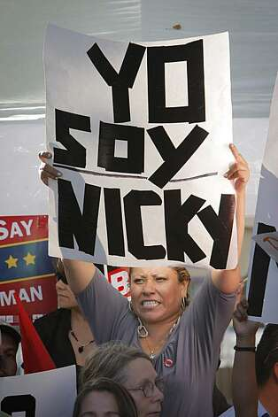 "Cecilia Mendez protests Meg Whitman with a sign reading ""Yo Soy Nicky"" (I am Nicky) before the gubernatorial debate at Dominican University in San Rafael on Tuesday. Photo: Carlos Avila Gonzalez, The Chronicle"