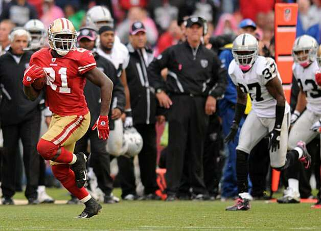 Frank Gore finds an opening and adds to his 64 rushing yards as the San Francisco 49ers take on the Oakland Raiders at Candlestick Park on Sunday. Photo: Chad Ziemendorf, The Chronicle