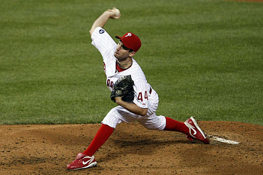Phillies starting pitcher Roy Oswalt works against the San Francisco Giants in the third inning of Game 2 of the NLCS on Sunday at Citizens Bank Park in Philadelphia. Photo: Lance Iversen, The Chronicle