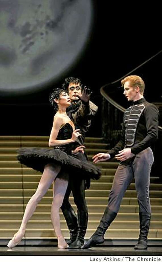 San Francisco Ballet Companies dancers Yuan Yuan Tan ( left) Damian Smith and Tiit Helimets dance as they rehearse Helgi Tomasson's Swan Lake, Thursday Feb. 19, 2009, in San Francisco, Calif. Photo: Lacy Atkins, The Chronicle