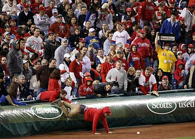 A Phillies fan reaches for a foul ball in Game 1 of the NLCS at Citizens Bank Park in Philadelphia on Saturday. Photo: Lance Iversen, The Chronicle