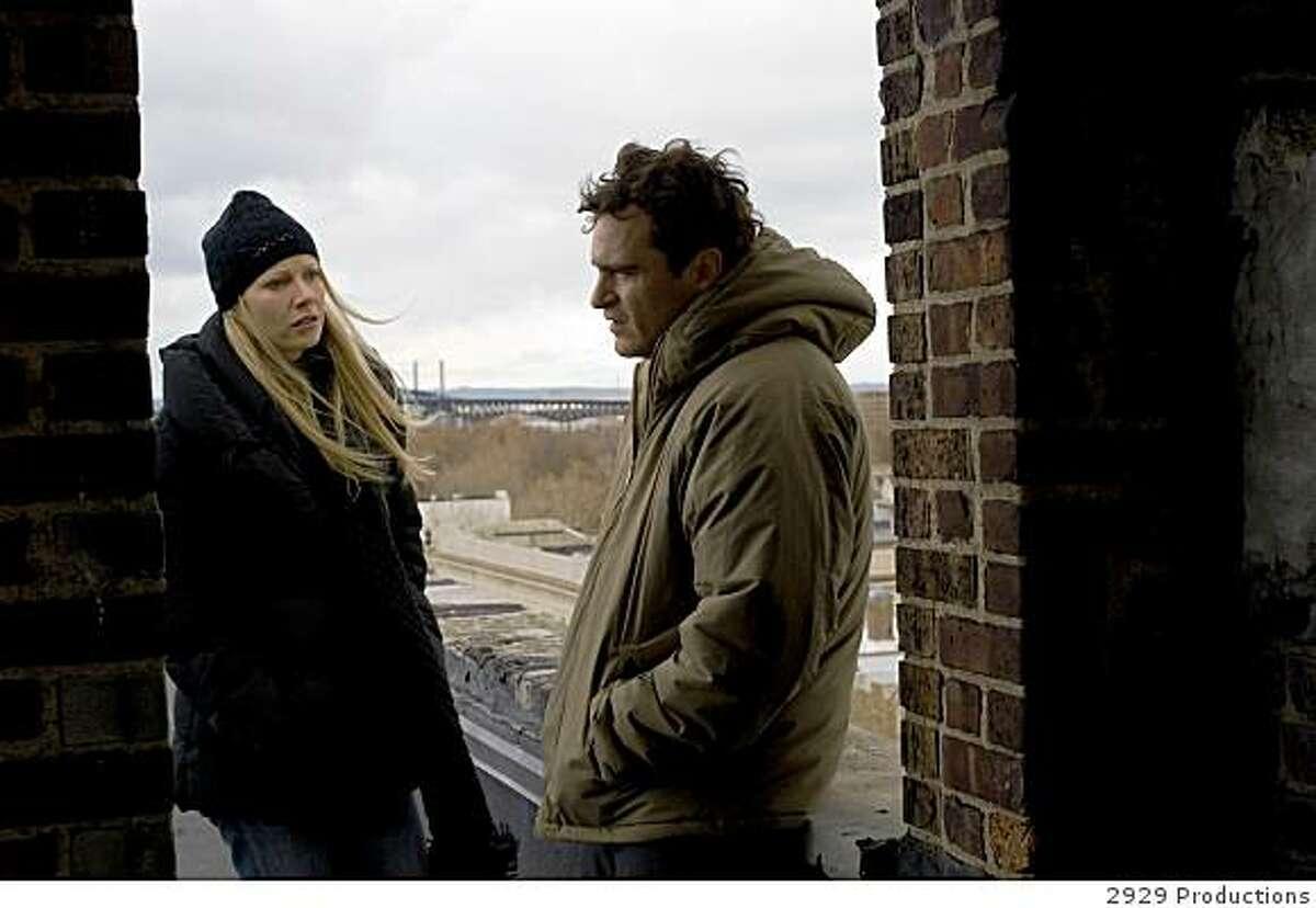 Gwyneth Paltrow and Joaquin Phoenix in