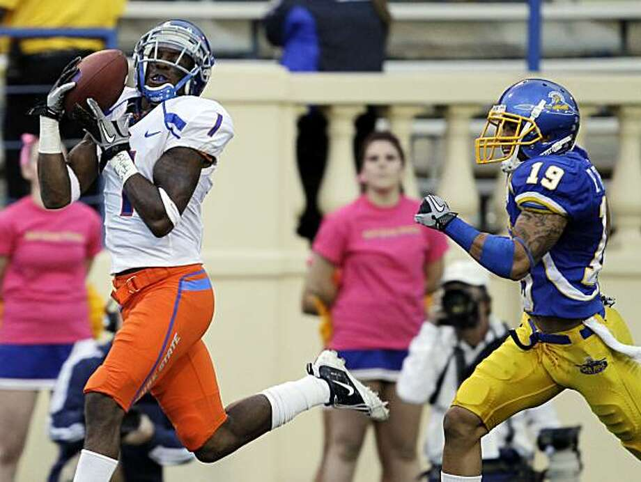 Boise State wide receiver Titus Young, left, makes a touchdown reception past San Jose State  cornerback Peyton Thompson during the second quarter of an NCAA college football game in San Jose, Calif., Saturday, Oct. 16, 2010. Photo: Marcio Jose Sanchez, AP