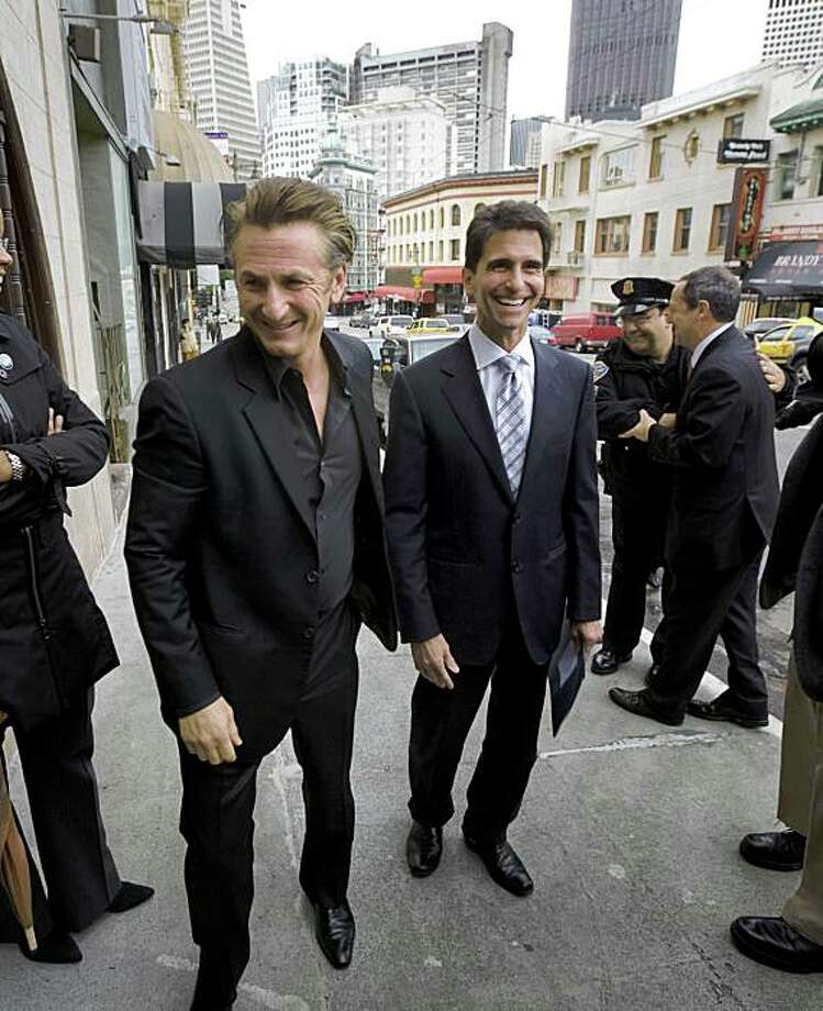Actor Sean Penn, (L), who recently won an Academy Award for his portrayal of slain San Francisco Supervisor Harvey Milk, and California State Senator Mark Leno arrive at a press conference at Tosca Cafe in San Francsico, Calif., on Tuesday, Mar. 3, 2009, where they announced the reintroduction of  California Senate Bill 572. The bill, authored by Leno, would designate May 22 as Harvey Milk Day. Photo: Kim Komenich, The Chronicle