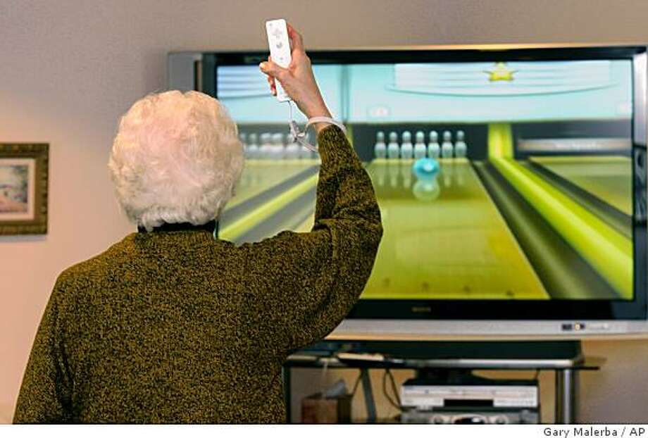 **APN ADVANCE FOR SUNDAY MARCH 1**  Louise George of Mundy Township participates in a Wii bowling league game at the Swartz Creek Senior Center in Swartz Creek, Mich. Saturday, Feb. 7, 2009.  (AP Photo/Gary Malerba) Photo: Gary Malerba, AP