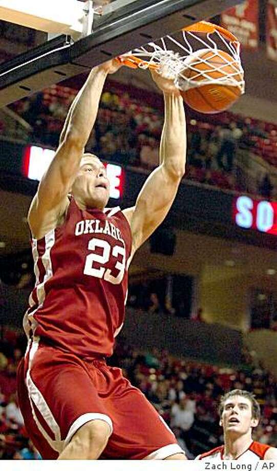 Oklahoma's Blake Griffin (23) dunks against Texas Tech during the first half of an NCAA college basketball game at United Spirit Arena in Lubbock, Texas, Saturday, Feb. 28, 2009. (AP Photo/Lubbock Avalanche-Journal,Zach Long) Photo: Zach Long, AP