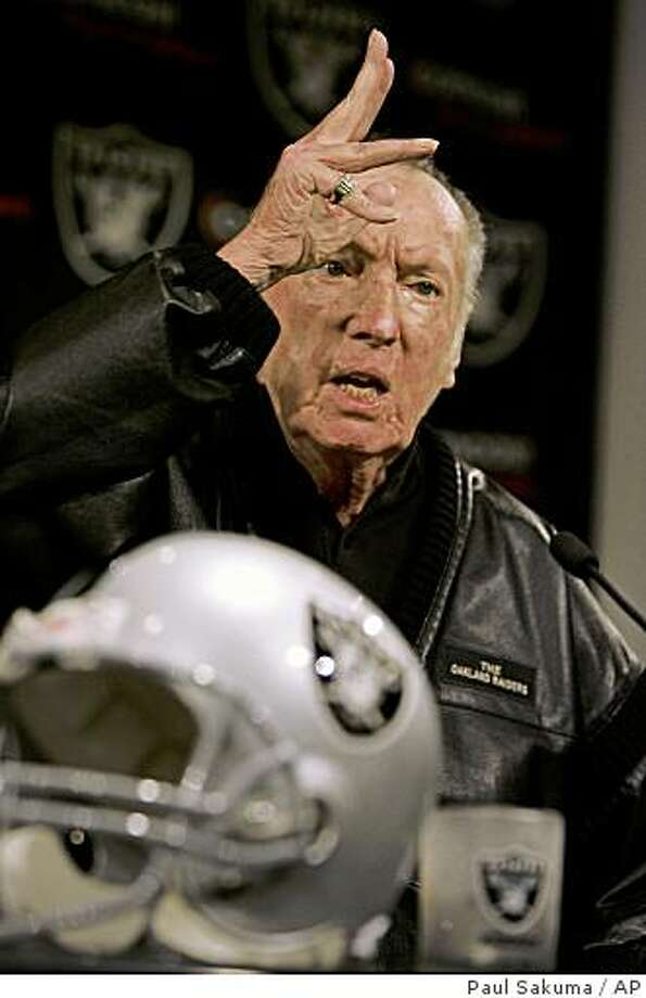 Oakland Raiders owner Al Davis gestures during a news conference at Raiders headquarters in Alameda, Calif., Wednesday, Feb. 4, 2009. Photo: Paul Sakuma, AP