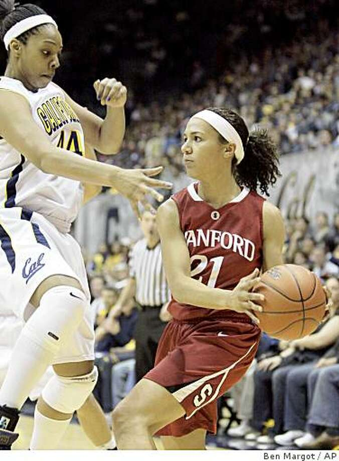 Stanford's Rosalyn Gold-Onwude, right, looks to pass away from California's Ashley Walker during the first half of an NCAA college basketball game Sunday, Jan. 18, 2009, in Berkeley, Calif. (AP Photo/Ben Margot) Photo: Ben Margot, AP