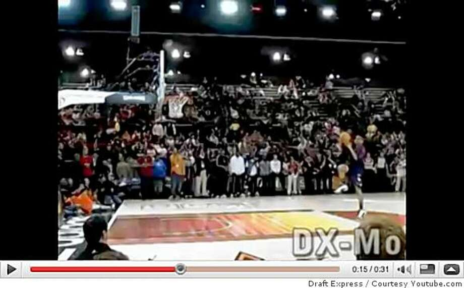 James White (Dunk #1) - 2009 NBA D-League Dunk ContestJames White jumps from behind the free throw line and throws the ball down. Includes exclusive DX-Mo slow-motion footage courtesy of http://www.DraftExpress.com Photo: Draft Express, Courtesy Youtube.com