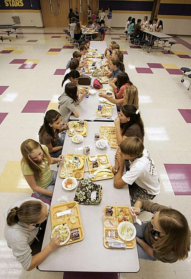 FILE - In this Aug. 18, 2006 file photo, students eat lunch at Pleasant View Middle School in Springfield, Tenn. The U.S. government is trying new approaches to get kids to choose healthier foods. Photo: Mark Humphrey, AP