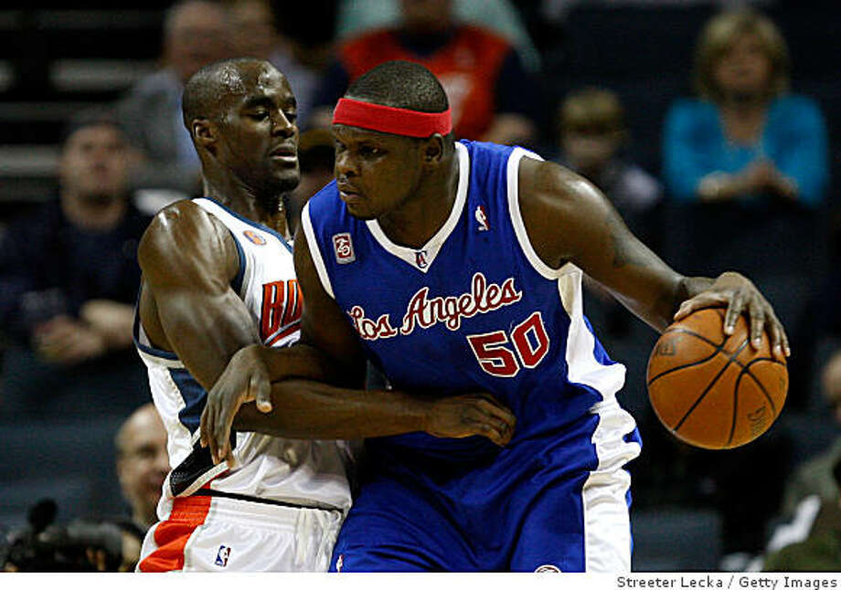 CHARLOTTE, NC - FEBRUARY 09:  Zach Randolph #50 of the Los Angeles Clippers backs down Emeka Okafor #50 of the Charlotte Bobcats during their game at Time Warner Cable Arena on February 9, 2009 in Charlotte, North Carolina.  (Photo by Streeter Lecka/Getty Images) Photo: Streeter Lecka, Getty Images