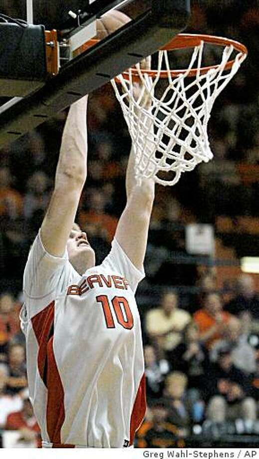 Oregon State's Roeland Schaftenaar (10) scores during the second half of an NCAA basketball game against Stanford in Corvallis, Ore., Thursday Feb. 19, 2009. Schaftenaar had 26 points as Oregon State beat Stanford 66-54. (AP Photo/Greg Wahl-Stephens) Photo: Greg Wahl-Stephens, AP