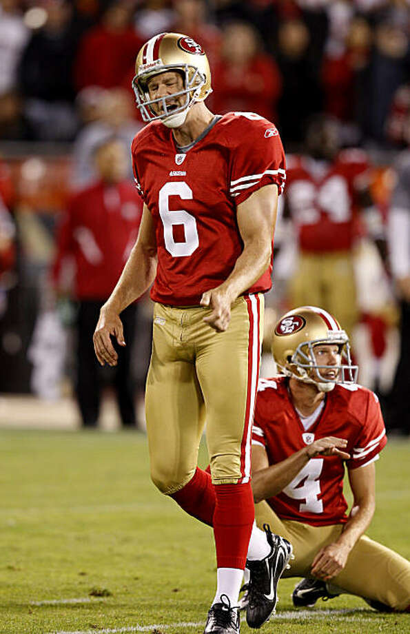 Andy Lee reacts to a missed field goal in the first half. The San Francisco 49ers vs the Philadelphia Eagles Sunday October 10, 2010 at Candlestick Park in San Francisco, Calif. Photo: Brant Ward, The Chronicle
