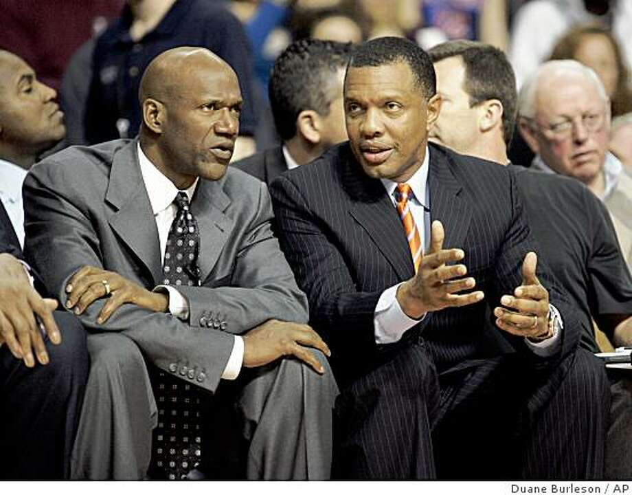 ** FILE ** In this Feb. 8, 2009, file photo, Phoenix Suns coach Terry Porter, left, listens to assistant coach Alvin Gentry during an NBA basketball game against the Detroit Pistons in Auburn Hills, Mich. The Suns fired Porter on Monday, Feb. 16, 2009. Gentry replaces Porter on an interim basis. (AP Photo/Duane Burleson, File) Photo: Duane Burleson, AP