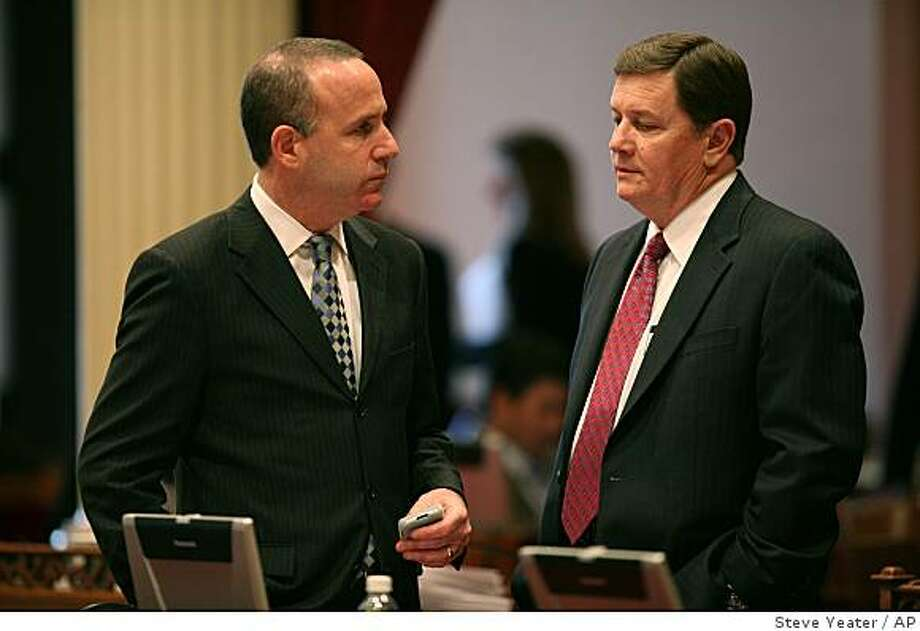 Senate President Pro Tem Darrell Steinberg, D-Sacramento, left, talks with Senate Minority Leader Sen. Dave Cogdill, R-Modesto, on the floor of the Senate  in Sacramento, Calif. on Sunday, Feb. 15, 2009. Gov. Arnold Schwarzenegger on Sunday was trying to salvage a proposal to close California's $42 billion deficit after an all-night legislative session failed to produce a new budget. (AP Photo/Steve Yeater) Photo: Steve Yeater, AP