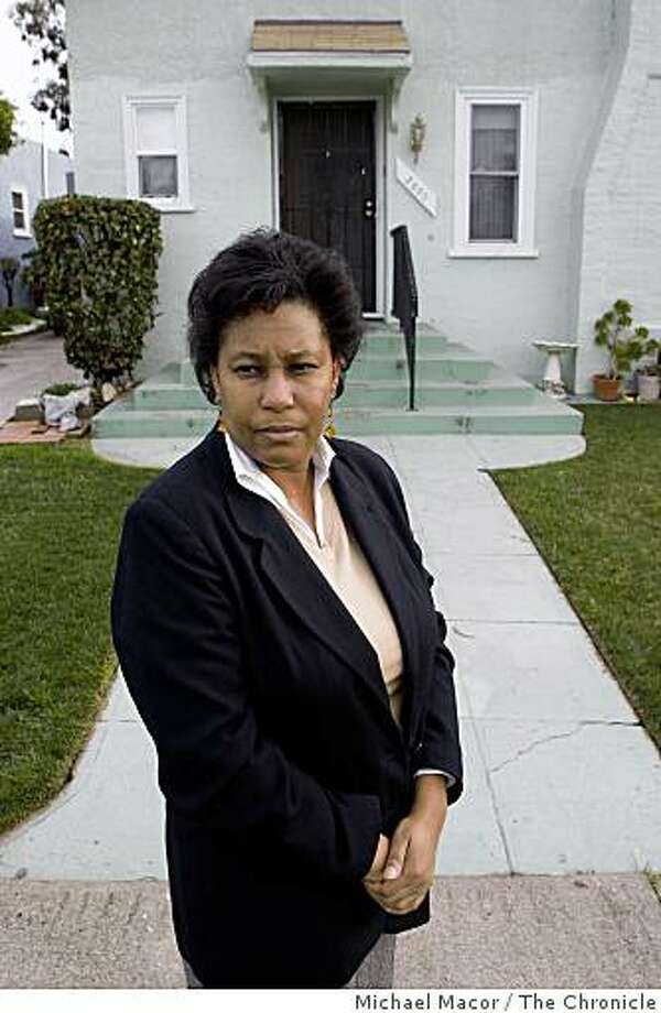 47 year-old Nadine Scott, at her East Oakland, Calif. home, on Wednesday Feb. 18, 2009. Scott is among the millions across the country that may benefit from the foreclosure plan announced by President Obama today. Photo: Michael Macor, The Chronicle