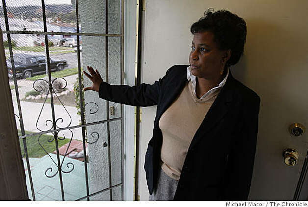 47 year-old Nadine Scott, at her East Oakland, Calif. home on Wednesday Feb. 18, 2009. Scott is among the millions across the country that may benefit from the foreclosure plan announced by President Obama today. Photo: Michael Macor, The Chronicle