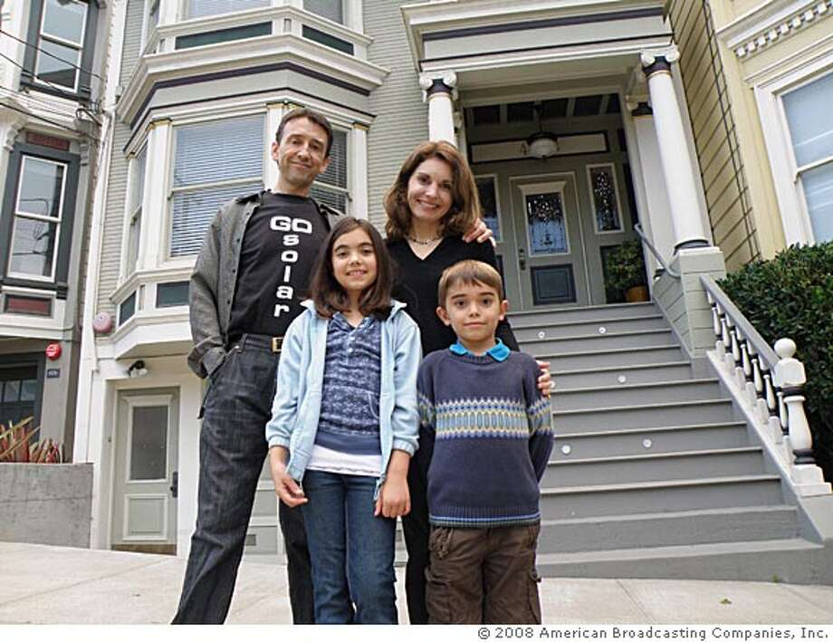 """WIFE SWAP - """"Long/Stephens-Fowler"""" - A mid-western family whose lives revolve around the """"American Way"""" of fast food, 4X4s and paintball, swaps lives with a big city family focused on education, the environment and keeping their bodies healthy and trim, on """"Wife Swap,"""" FRIDAY, JANUARY 30 (8:00-9:00 p.m., ET) on the ABC Television Network. Each week two very contradictory families from across the country participate in a two-week-long challenge: The wives exchange husbands, children and lives (but not bedrooms) to discover daily life in another woman's shoes. This astonishing experiment repeatedly changes lives and redefines families. (ABC)  STEPHEN FOWLER, JULIETTE FOWLER, RENEE STEPHENS, JAMES FOWLER Photo: ABC"""