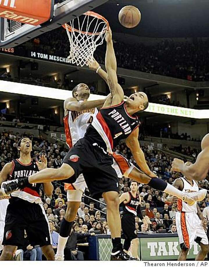 Golden State Warriors' Anthony Randolph, center left, is called for a foul on Portland Trail Blazers' Jerryd Bayless, center right, during the first quarter of an NBA basketball game in Oakland, Calif., Thursday, Feb. 12, 2009. Photo: Thearon Henderson, AP