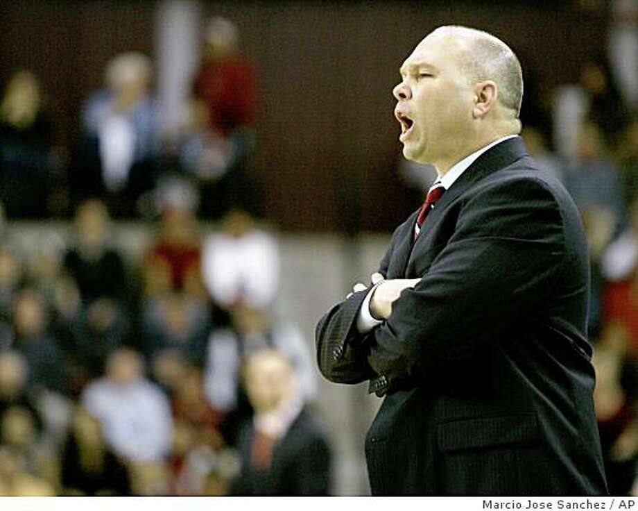 St. Mary's head coach Randy Bennett instructs his team as they play Santa Clara in the second half of a college basketball game in Santa Clara, Calif., Monday, Feb. 11, 2008. St. Mary's won 54-50. Photo: Marcio Jose Sanchez, AP